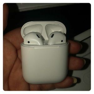 Like new authentic apple airpods.